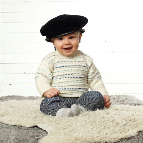 901_1947_svarta_fåret_baby_merino_stickad_baby_barn_tröja_kofta_gicona_01