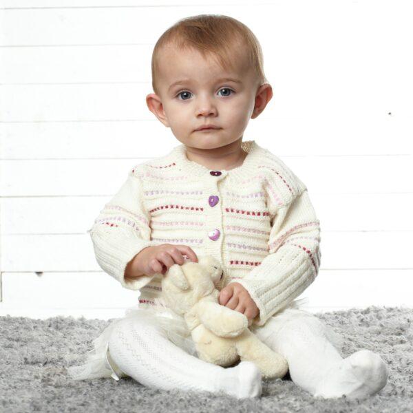 901_1947_svarta_fåret_baby_merino_stickad_baby_barn_tröja_kofta_gicona_02