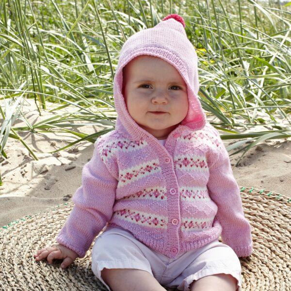 901_2007_svarta_fåret_baby_merino_stickad_baby_barn_kofta_gicona_01
