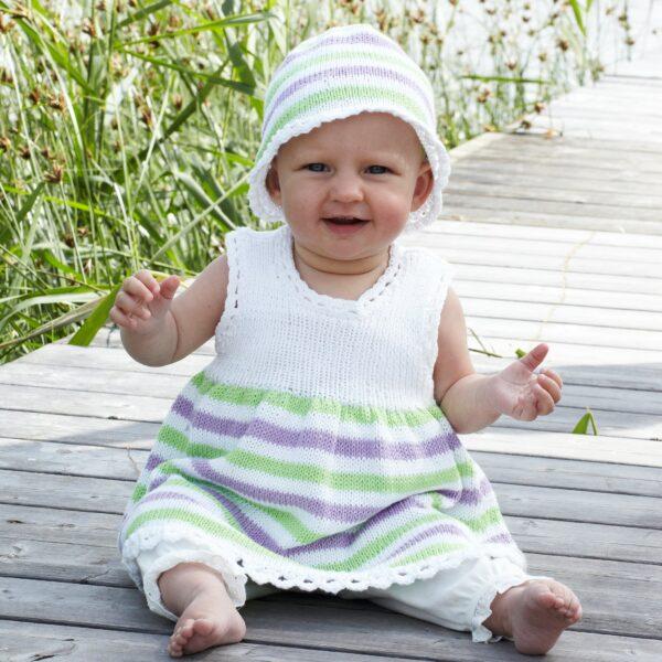 901_2189_svarta_fåret_lisa_stickad_baby_klänning_mössa_gicona_01