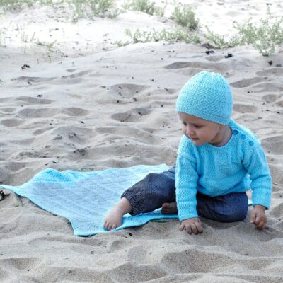 knitted baby shirt, hat and blanket 2517 Lisa Svarta Fåret