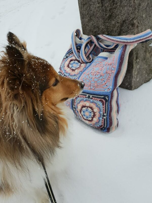 Frostvirka - Elora Bag - Catona Denim Rose - @gojjan_virkar - Bild 02