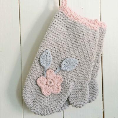 Viking Yarn crochet patterns 1421-10. Yarn Spring. Crocheted wicker dress with flower.