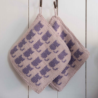Viking Yarn knits patterns 1421-14. Yarn Spring. Knitted potholder with cats.