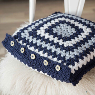 Viking Yarn crochet patterns 1421-18. Yarn Spring. Crocheted pillow of grandmother's windows.