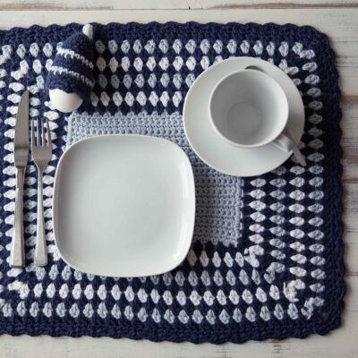 Viking Yarn crochet patterns 1421-22. Yarn Spring. Crocheted tabletop.