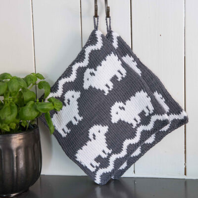 Viking Yarn knits patterns 1421-25. Yarn Spring. Knitted casserole with sheep.